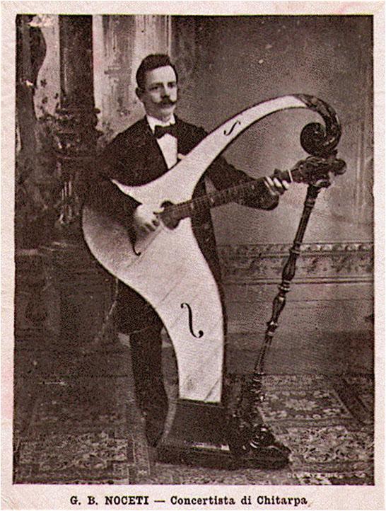 Giambattista Noceti con la chitarpa
